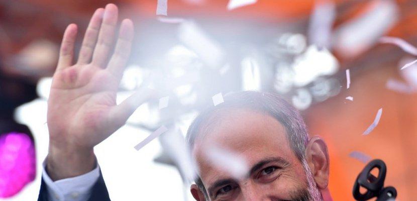 """""""Nikol! Nikol!"""": Pachinian élu, l'Arménie exulte et pleure """"de joie"""""""