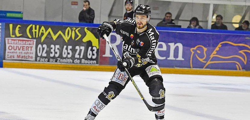 Hockey sur glace: le Rouennais Florian Chakiachvili fait une assistance lors du dernier match du mondial