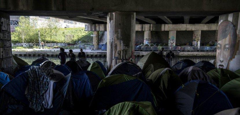 """A Paris, le plus gros campement de migrants """"se dégrade de jour en jour"""""""