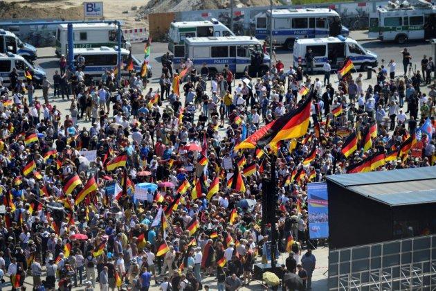 Berlin se prépare à un face-à-face tendu entre l'extrême droite et ses détracteurs