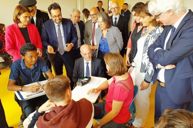 À Caen, le ministre de l'éducation visite le dispositif aide aux devoirs