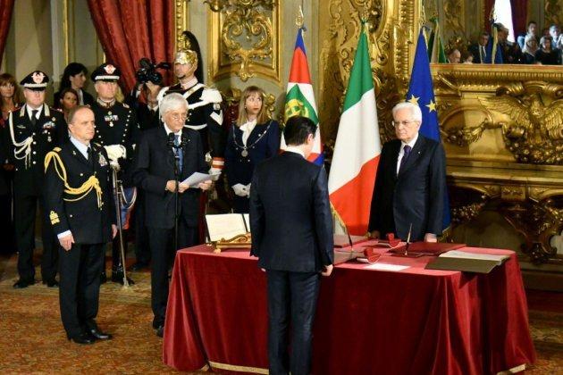 Le gouvernement populiste prête serment en Italie