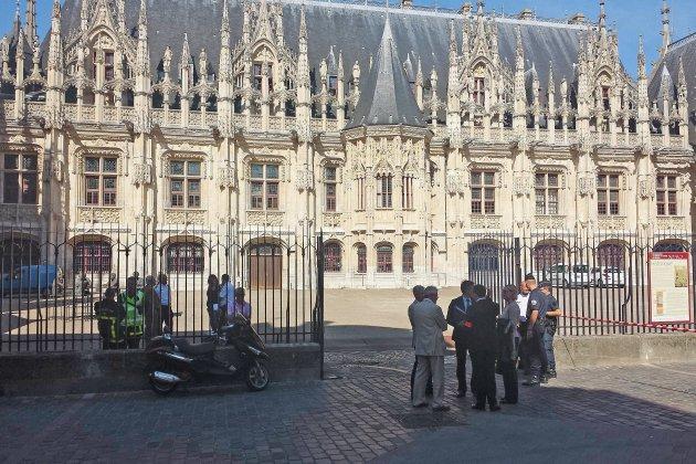À Rouen, un homme condamné pour violence sur sa fille et sa femme enceinte