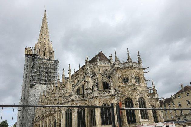 Un nouveau clocher pour l'église Saint-Pierre à Caen