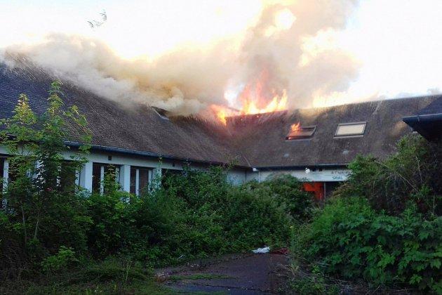 Deux maisons en feu dans le Calvados