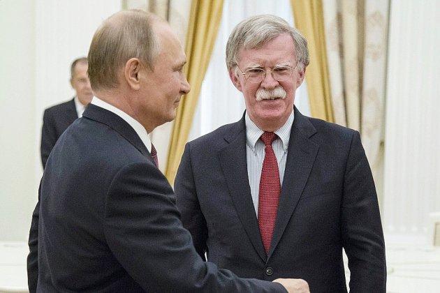 """Le premier sommet entre Poutine et Trump va se tenir """"dans un pays tiers"""""""