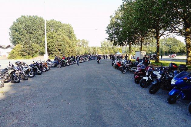 """350 motards en colère rassemblés à Caen pour """"enterrer"""" les 90 km/h"""
