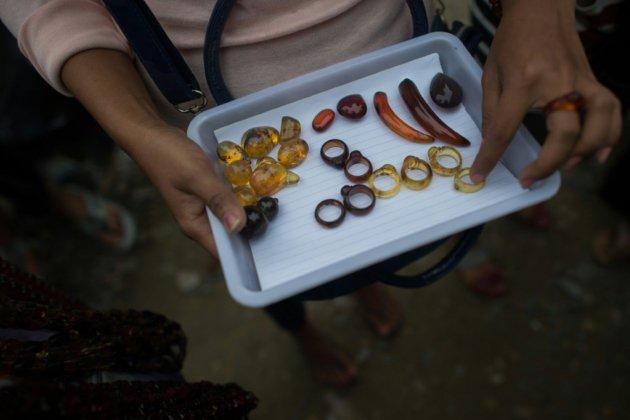 Chasseurs d'ambre et de fossiles de dinosaure en Birmanie