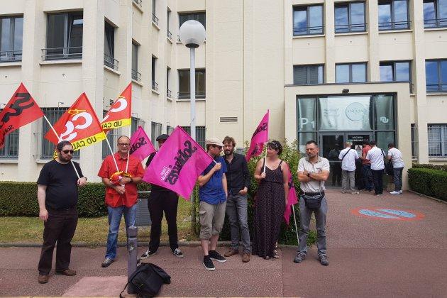 À Caen, manifestation en soutien à un professeur de STAPS