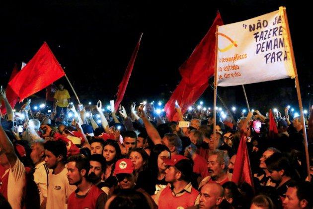 Brésil: après un bref imbroglio judiciaire, Lula reste en prison