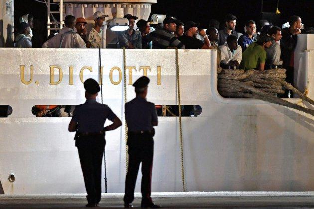 """Migrants : Salvini veut """"des garanties"""" pour faire accoster un navire italien"""