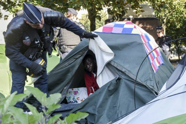 Evacuation au coeur de Nantes d'un campement de 450 migrants
