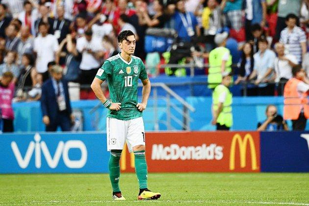 Le foot allemand rejette les accusations de racisme après le départ fracassant d'Özil