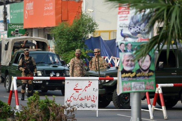 Pakistan: au moins 28 tués dans un attentat près d'un bureau de vote