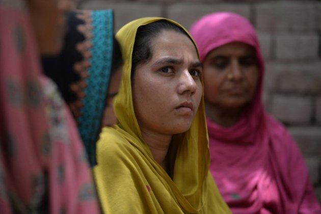 Au Pakistan, des femmes votent pour la première fois, d'autres en sont empêchées