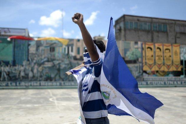 Nicaragua: Ortega rend hommage à l'armée, l'opposition manifeste à nouveau