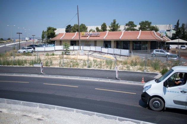 """Marseille: dans les quartiers Nord, 77 salariés d'un """"McDo"""" en lutte pour leurs emplois"""