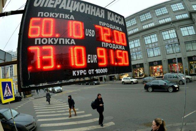 Sanctions américaines: les marchés russes chutent, le rouble au plus bas en 2 ans