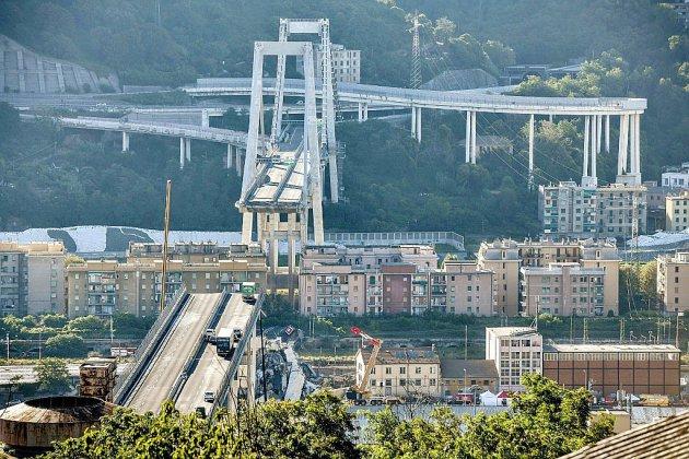 Viaduc effondré à Gênes: l'espoir s'amenuise, une quarantaine de morts