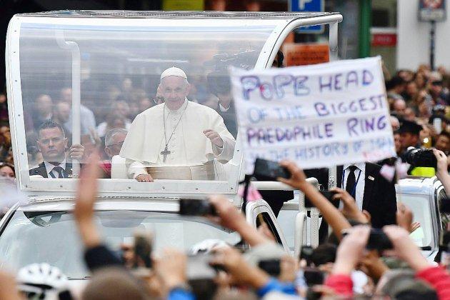 Accusations d'un prélat contre le pape: l'hypothèse d'un complot ultra-conservateur