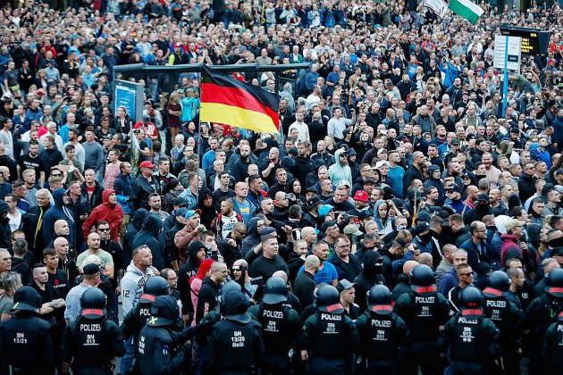 Migrants: l'extrême droite allemande mobilise contre Merkel