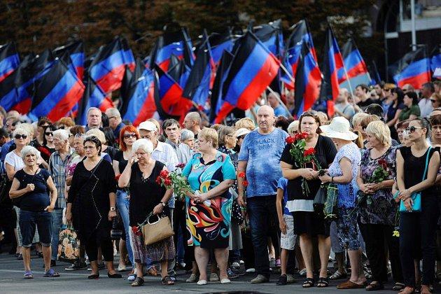 """Ukraine : Donetsk rend hommage à son """"président"""" assassiné"""