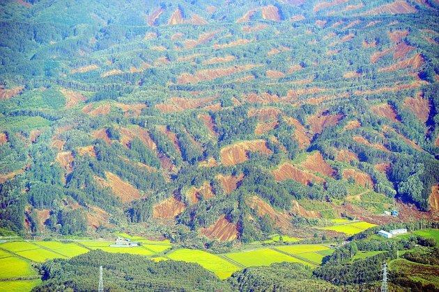 Japon: glissements de terrain et disparus après un fort séisme à Hokkaido