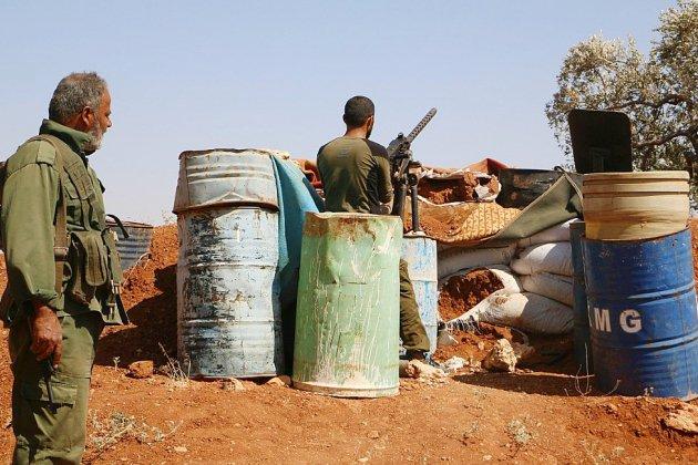 Des centaines de Syriens fuient Idleb de crainte d'un assaut du régime
