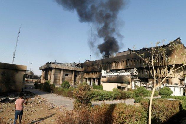 A Bassora à feu et à sang, des Irakiens brûlent le consulat d'Iran