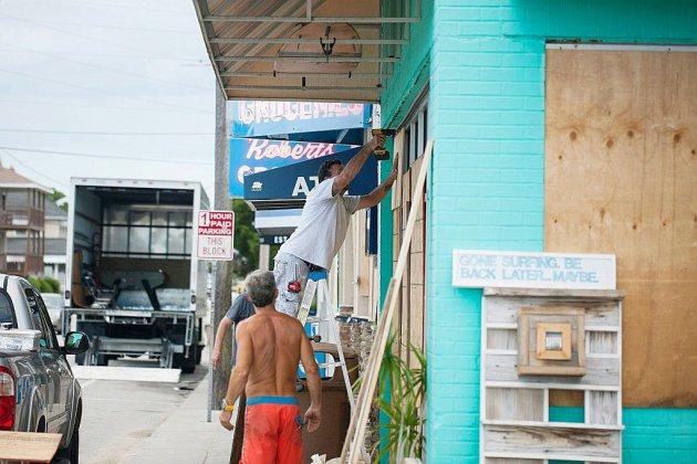 La population fuit la cote est américaine menacée par l'ouragan Florence