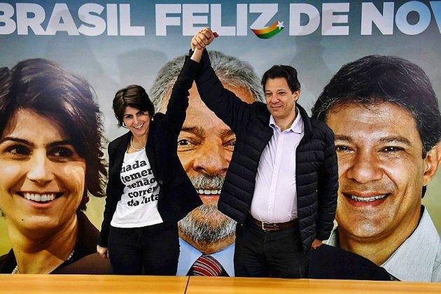 Brésil: Lula abandonne la course présidentielle et adoube son remplaçant