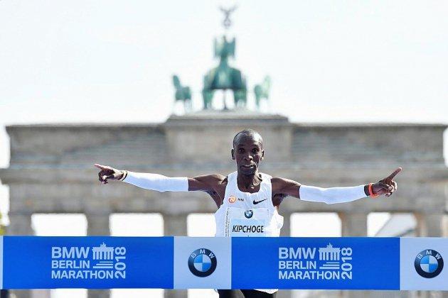 Marathon de Berlin: Kipchoge pulvérise le record du monde en 2h01:39