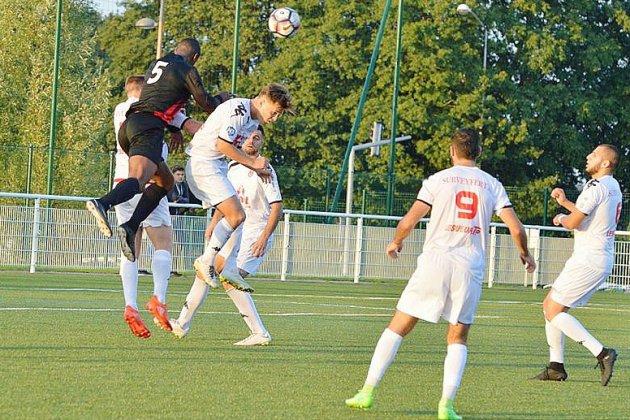Football: le FC Rouen fait match nul à Bayeux