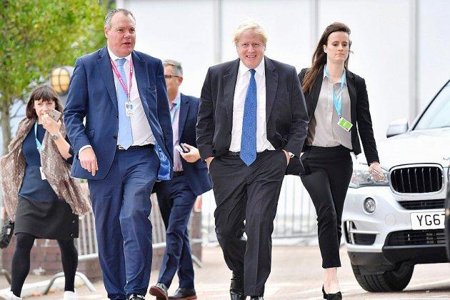 GB: bras de fer entre Boris Johnson et Theresa May pour séduire les militants