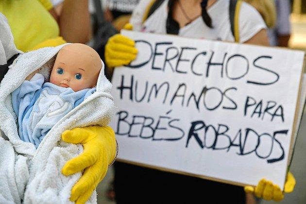 """Espagne: verdict attendu dans le premier procès des """"bébés volés"""" du franquisme"""