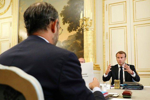 """Remaniement, """"nouveau souffle"""": semaine cruciale pour Macron et Philippe"""