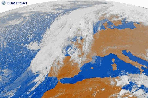 """Le Portugal et l'Espagne face à Leslie, rare ouragan """"zombie"""""""