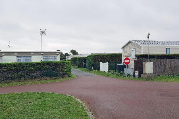 """Manche: vent de révolte des """" toits plats """" au camping municipal de Pirou"""