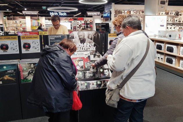 Caen: les fans se sont rués sur l'album posthume de Johnny Hallyday
