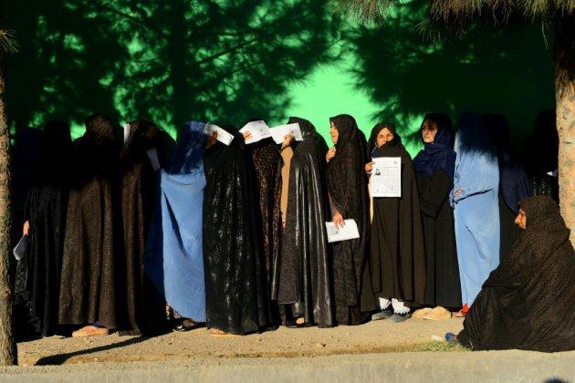 L'Afghanistan vote dans le chaos, au moins 9 morts