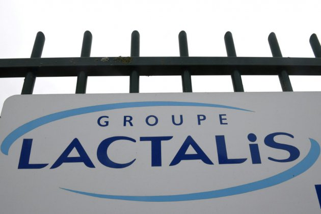 """Lactalis aurait vendu 8.000 tonnes de lait """"potentiellement contaminé"""", affirme le Canard Enchaîné"""
