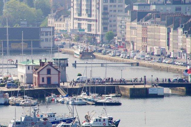 À vendre: ancienne capitainerie de Cherbourg, 200000 euros