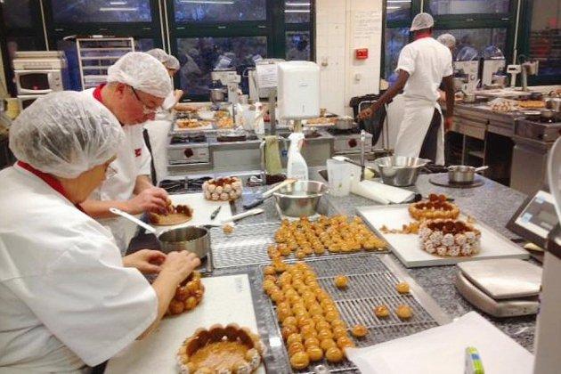 Rouen: la boulangerie-pâtisserie attire des jeunes de toute la France