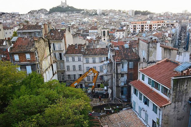 Marseille: deux nouveaux immeubles démolis, Gaudin en défense