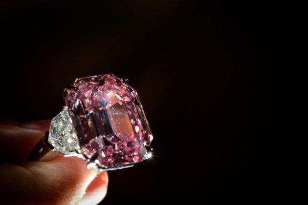 Le Pink Legacy, un rare diamant rose pourrait battre un record aux enchères