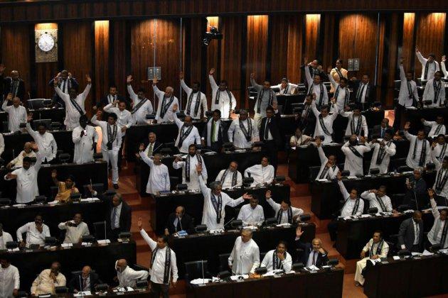 La crise s'aggrave au Sri Lanka où le Parlement défie le président