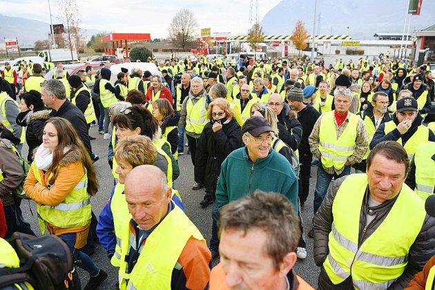 """""""Gilets jaunes"""": une manifestante tuée par une voiture à un barrage en Savoie"""