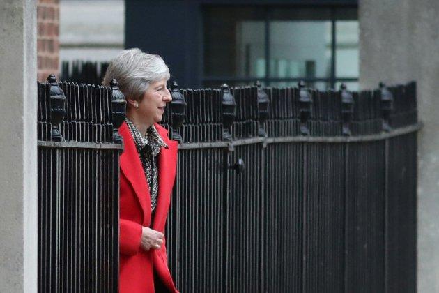 Theresa May balaie les contre-propositions de ses rivaux sur le Brexit