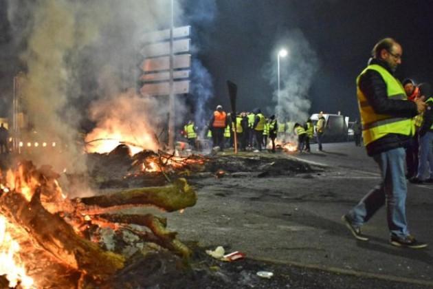 [PHOTOS] Gilets jaunes : nuit de blocage à Caen