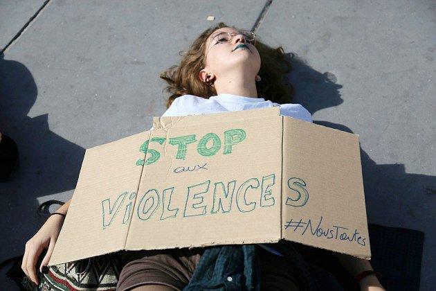 Violences faites aux femmes: personnalités et syndicalistes appellent à marcher le 24 novembre